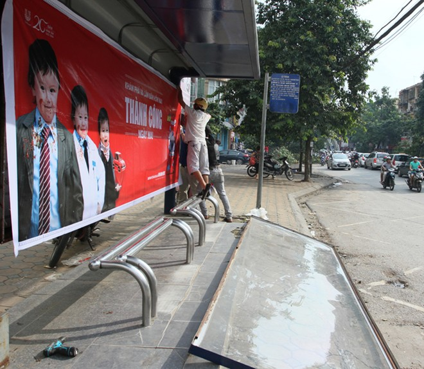 Đường phố Hà Nội một ngày sau giông lốc kinh hoàng ảnh 8