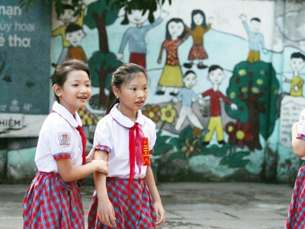 Những khuôn mặt bẽn lẽn, háo hức trong ngày tựu trường ảnh 5