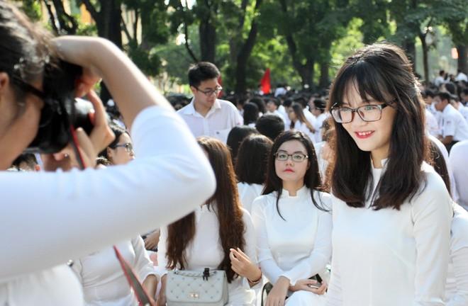 Nữ sinh áo dài tinh khôi dưới nắng vàng ngày khai giảng ảnh 16