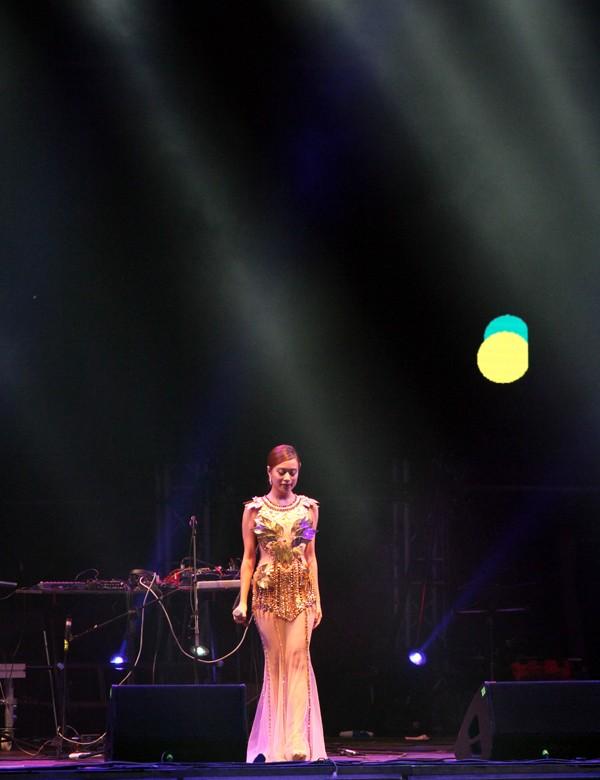 Rực rỡ, sôi động đêm khai màn Monsoon Music Festival 2015 ảnh 16