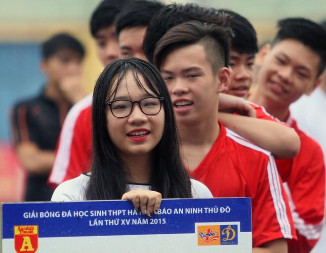 Nữ sinh Hà thành khoe sắc tại giải bóng đá học sinh THPT Hà Nội 2015 ảnh 16