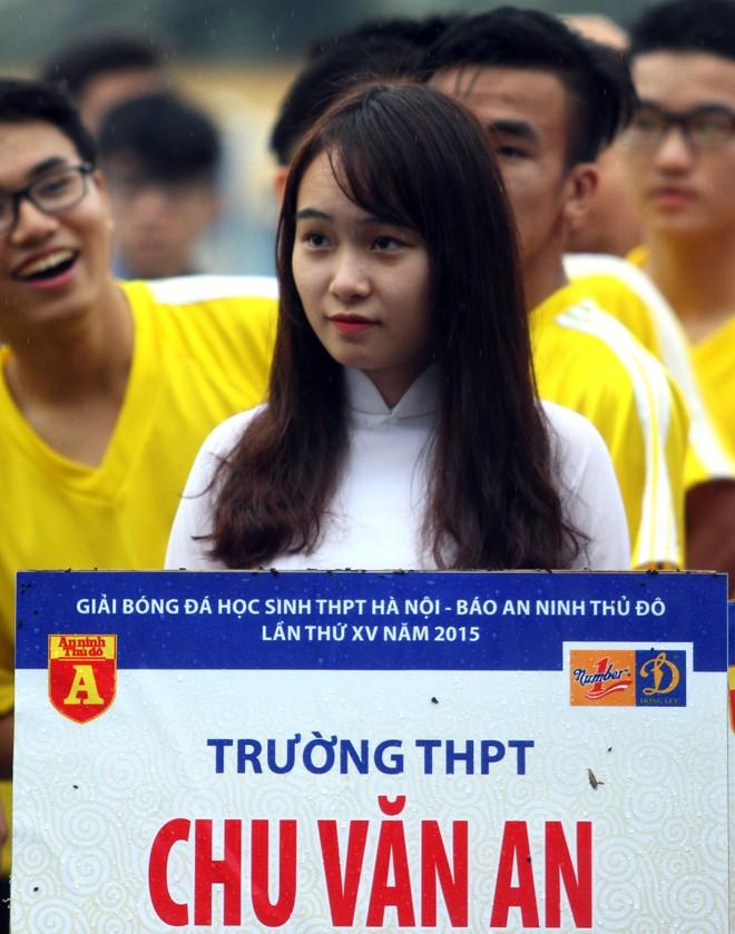 Nữ sinh Hà thành khoe sắc tại giải bóng đá học sinh THPT Hà Nội 2015 ảnh 14