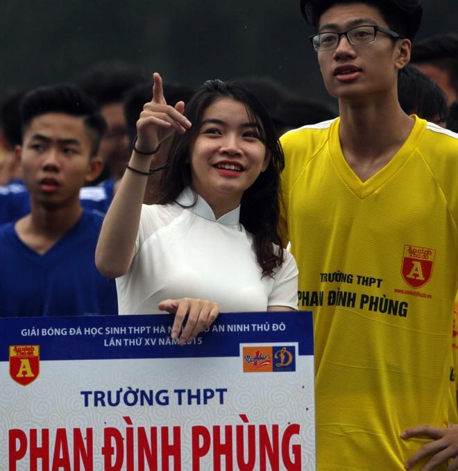 Nữ sinh Hà thành khoe sắc tại giải bóng đá học sinh THPT Hà Nội 2015 ảnh 13