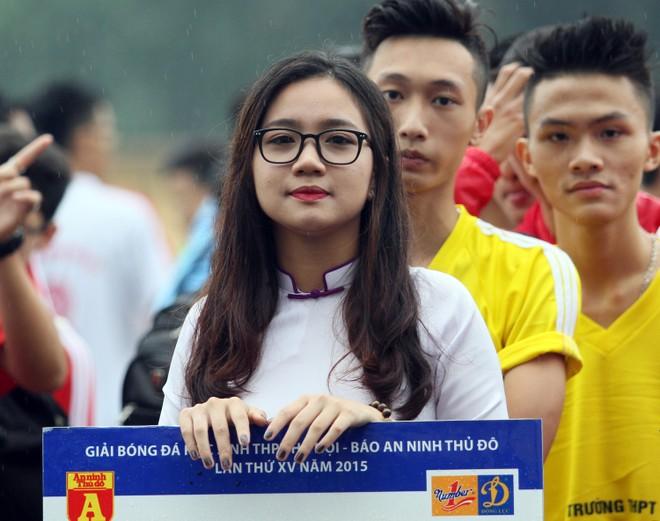 Nữ sinh Hà thành khoe sắc tại giải bóng đá học sinh THPT Hà Nội 2015 ảnh 12