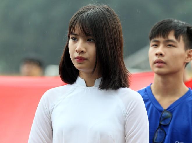 Nữ sinh Hà thành khoe sắc tại giải bóng đá học sinh THPT Hà Nội 2015 ảnh 11