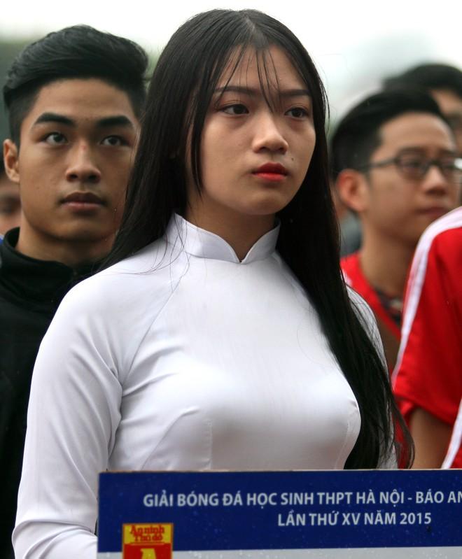 Nữ sinh Hà thành khoe sắc tại giải bóng đá học sinh THPT Hà Nội 2015 ảnh 10