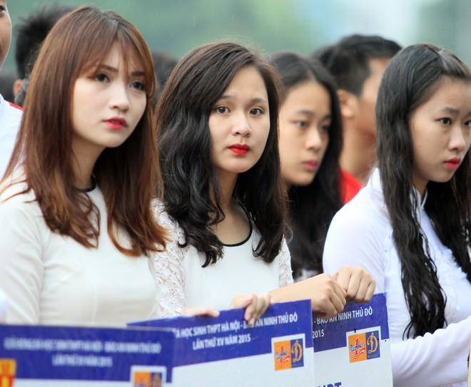 Nữ sinh Hà thành khoe sắc tại giải bóng đá học sinh THPT Hà Nội 2015 ảnh 9