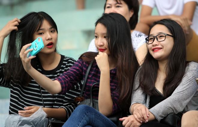 Nữ sinh Hà thành khoe sắc tại giải bóng đá học sinh THPT Hà Nội 2015 ảnh 6