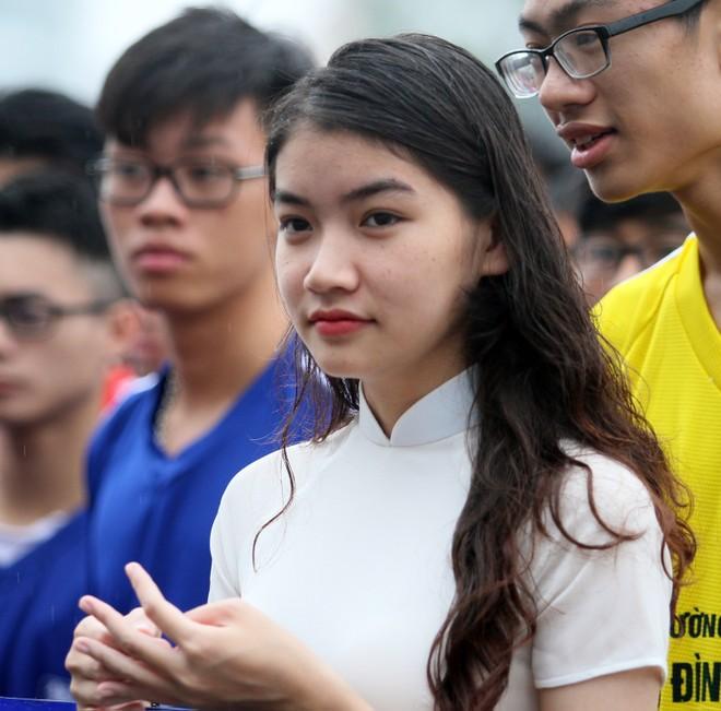 Nữ sinh Hà thành khoe sắc tại giải bóng đá học sinh THPT Hà Nội 2015 ảnh 5