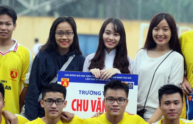 Nữ sinh Hà thành khoe sắc tại giải bóng đá học sinh THPT Hà Nội 2015 ảnh 4
