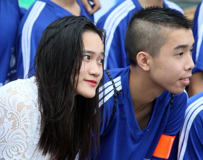 Nữ sinh Hà thành khoe sắc tại giải bóng đá học sinh THPT Hà Nội 2015 ảnh 3