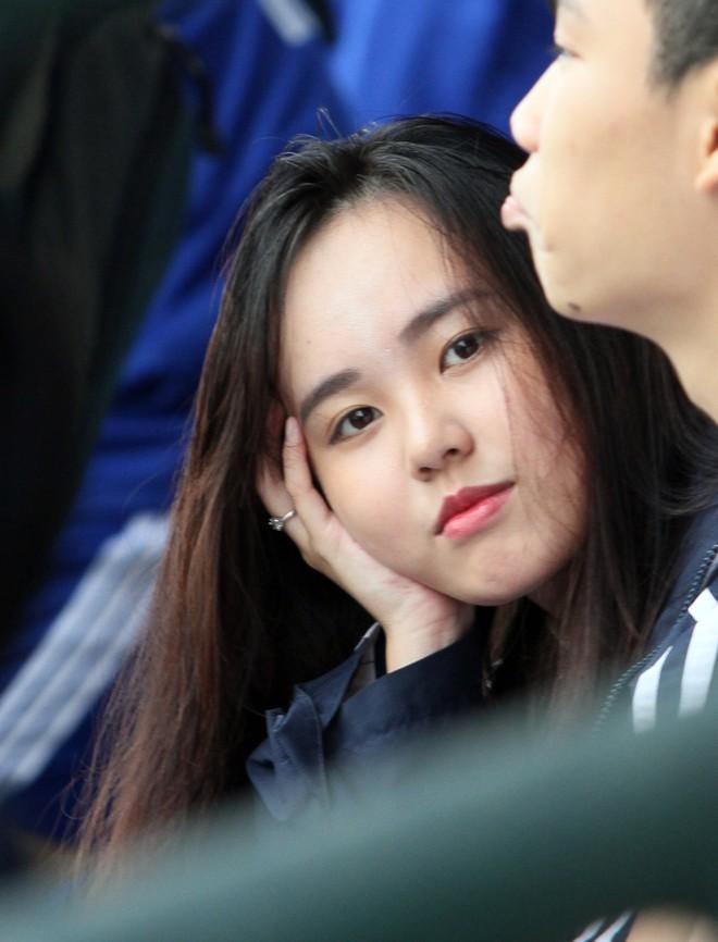 Nữ sinh Hà thành khoe sắc tại giải bóng đá học sinh THPT Hà Nội 2015 ảnh 2
