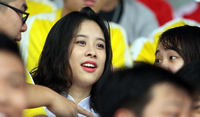 Nữ sinh Hà thành khoe sắc tại giải bóng đá học sinh THPT Hà Nội 2015 ảnh 1