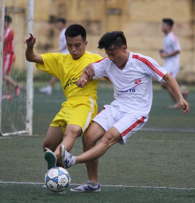 Kết quả, hình ảnh lượt trận sáng 8-11 giải bóng đá học sinh THPT Hà Nội ảnh 23