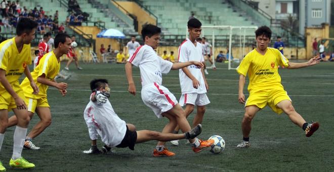 Kết quả, hình ảnh lượt trận sáng 8-11 giải bóng đá học sinh THPT Hà Nội ảnh 22