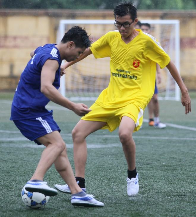Kết quả, hình ảnh lượt trận sáng 8-11 giải bóng đá học sinh THPT Hà Nội ảnh 11