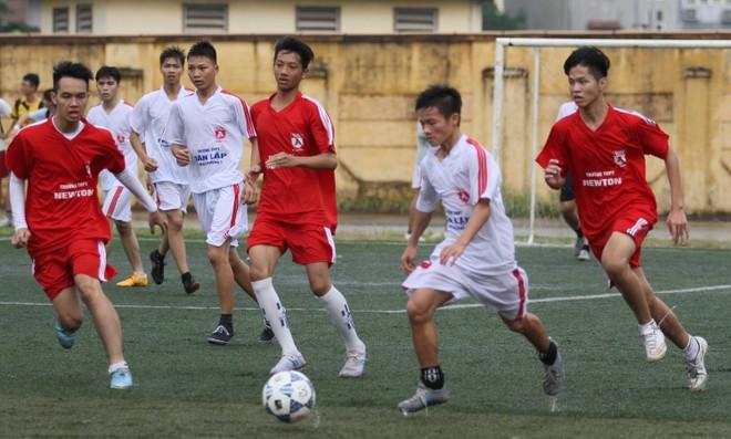 Kết quả, hình ảnh lượt trận sáng 8-11 giải bóng đá học sinh THPT Hà Nội ảnh 7