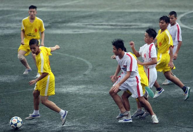 Kết quả, hình ảnh lượt trận sáng 8-11 giải bóng đá học sinh THPT Hà Nội ảnh 2