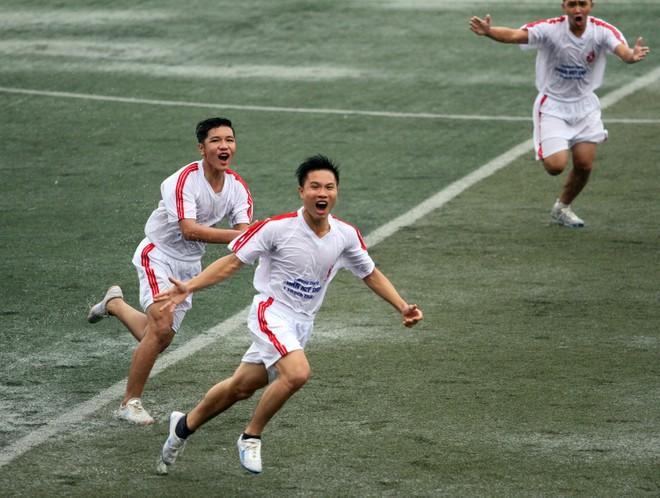 Kết quả, hình ảnh lượt trận sáng 8-11 giải bóng đá học sinh THPT Hà Nội ảnh 1