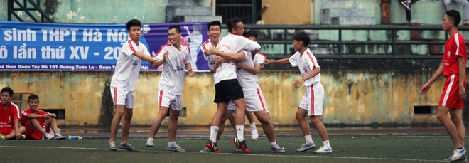 Kết quả, hình ảnh lượt trận sáng 8-11 giải bóng đá học sinh THPT Hà Nội ảnh 14