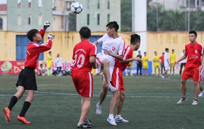 Kết quả, hình ảnh lượt trận sáng 8-11 giải bóng đá học sinh THPT Hà Nội ảnh 15