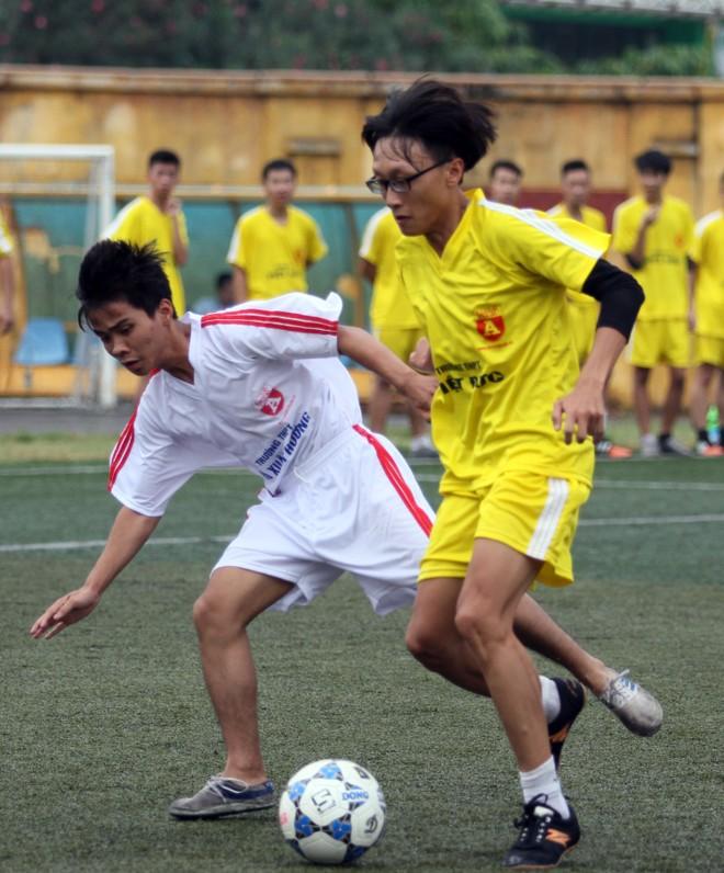 Kết quả, hình ảnh lượt trận sáng 8-11 giải bóng đá học sinh THPT Hà Nội ảnh 24
