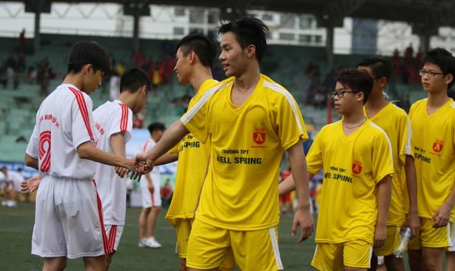 Kết quả, hình ảnh lượt trận sáng 8-11 giải bóng đá học sinh THPT Hà Nội ảnh 10