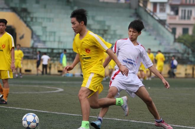 Kết quả, hình ảnh lượt trận sáng 8-11 giải bóng đá học sinh THPT Hà Nội ảnh 8