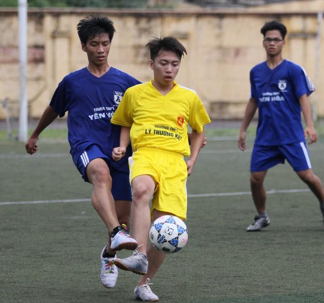 Kết quả, hình ảnh lượt trận sáng 8-11 giải bóng đá học sinh THPT Hà Nội ảnh 17