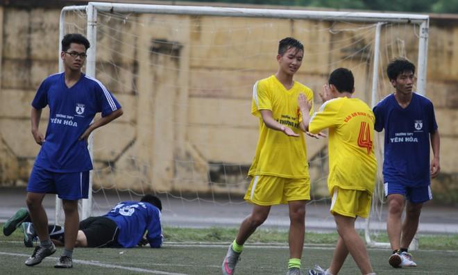 Kết quả, hình ảnh lượt trận sáng 8-11 giải bóng đá học sinh THPT Hà Nội ảnh 18