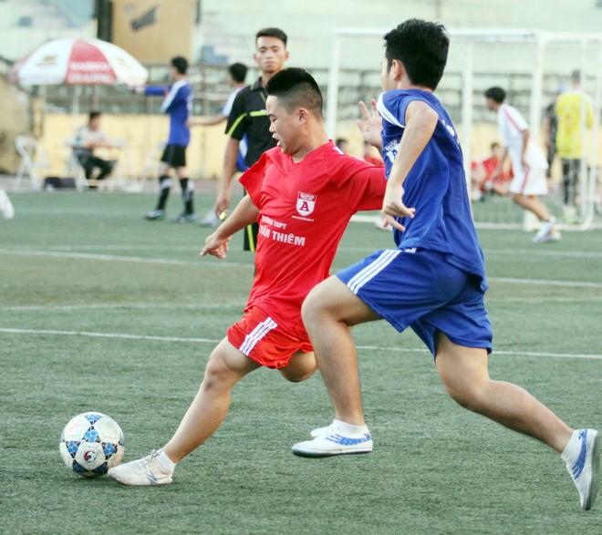 Kết quả, hình ảnh thi đấu ngày 11-11 giải bóng đá học sinh THPT Hà Nội 2015 ảnh 35