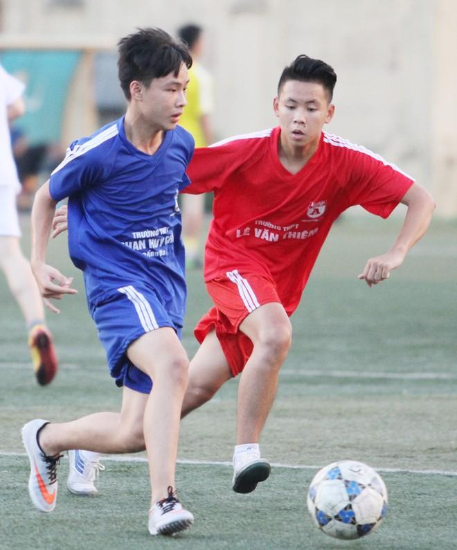 Kết quả, hình ảnh thi đấu ngày 11-11 giải bóng đá học sinh THPT Hà Nội 2015 ảnh 33