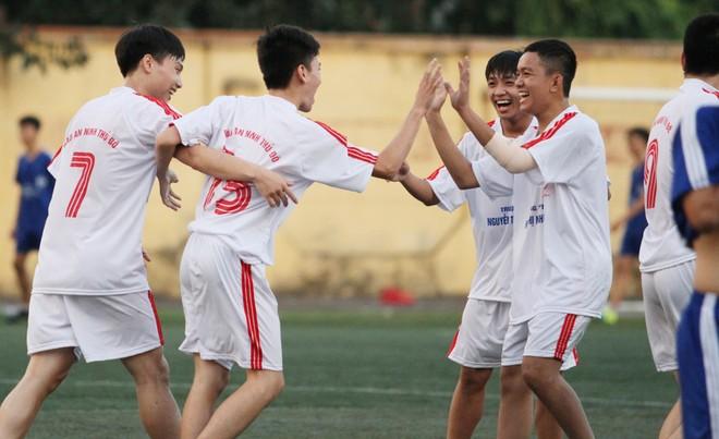 Kết quả, hình ảnh thi đấu ngày 11-11 giải bóng đá học sinh THPT Hà Nội 2015 ảnh 29