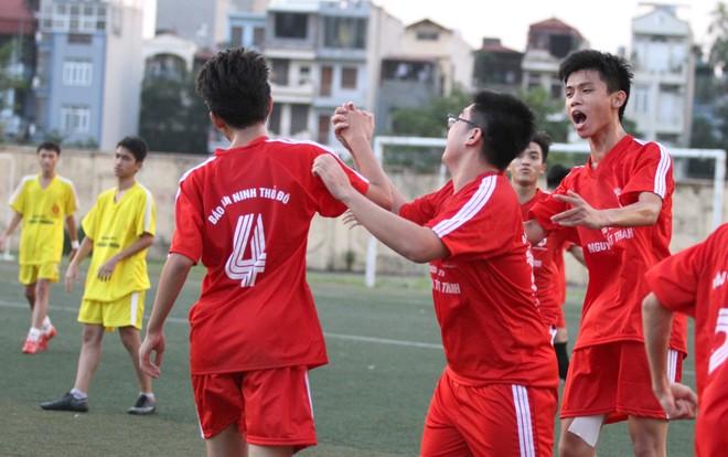 Kết quả, hình ảnh thi đấu ngày 11-11 giải bóng đá học sinh THPT Hà Nội 2015 ảnh 32