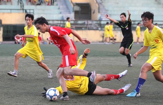 Kết quả, hình ảnh thi đấu ngày 11-11 giải bóng đá học sinh THPT Hà Nội 2015 ảnh 31