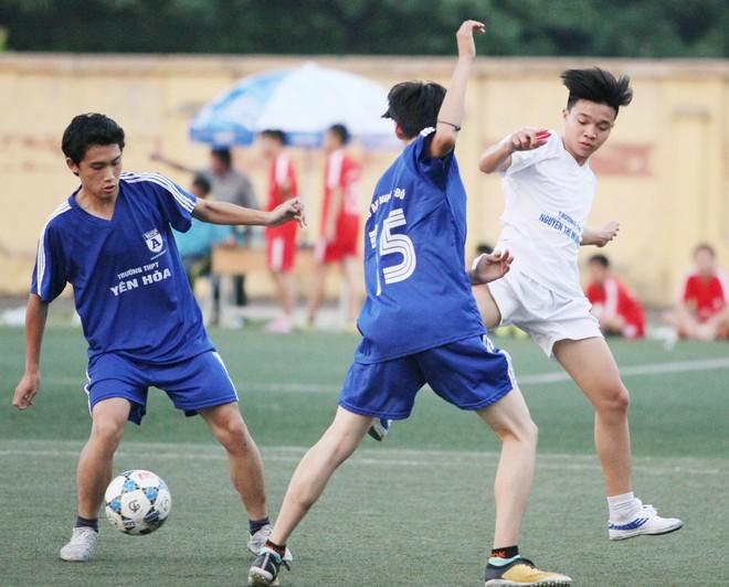 Kết quả, hình ảnh thi đấu ngày 11-11 giải bóng đá học sinh THPT Hà Nội 2015 ảnh 28