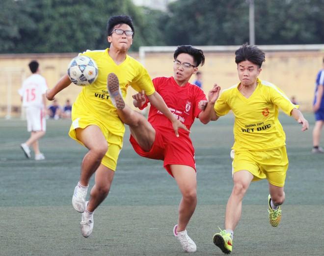 Kết quả, hình ảnh thi đấu ngày 11-11 giải bóng đá học sinh THPT Hà Nội 2015 ảnh 30