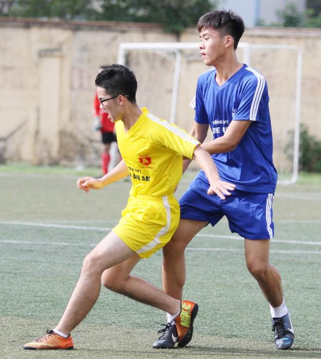 Kết quả, hình ảnh thi đấu ngày 11-11 giải bóng đá học sinh THPT Hà Nội 2015 ảnh 6