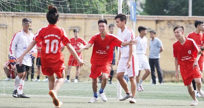 Kết quả, hình ảnh thi đấu ngày 11-11 giải bóng đá học sinh THPT Hà Nội 2015 ảnh 1