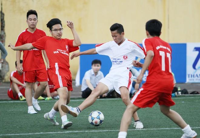 Kết quả, hình ảnh thi đấu ngày 11-11 giải bóng đá học sinh THPT Hà Nội 2015 ảnh 18