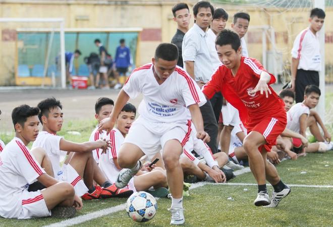 Kết quả, hình ảnh thi đấu ngày 11-11 giải bóng đá học sinh THPT Hà Nội 2015 ảnh 27