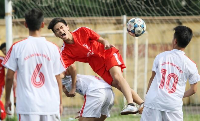 Kết quả, hình ảnh thi đấu ngày 11-11 giải bóng đá học sinh THPT Hà Nội 2015 ảnh 11