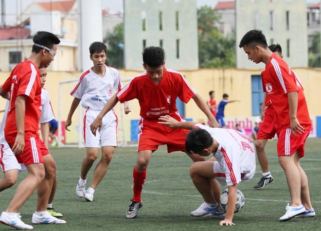Kết quả, hình ảnh thi đấu ngày 11-11 giải bóng đá học sinh THPT Hà Nội 2015 ảnh 4