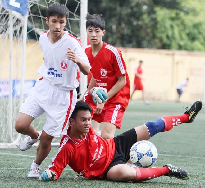 Kết quả, hình ảnh thi đấu ngày 11-11 giải bóng đá học sinh THPT Hà Nội 2015 ảnh 3