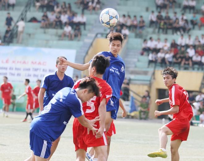 Kết quả, hình ảnh thi đấu ngày 11-11 giải bóng đá học sinh THPT Hà Nội 2015 ảnh 9