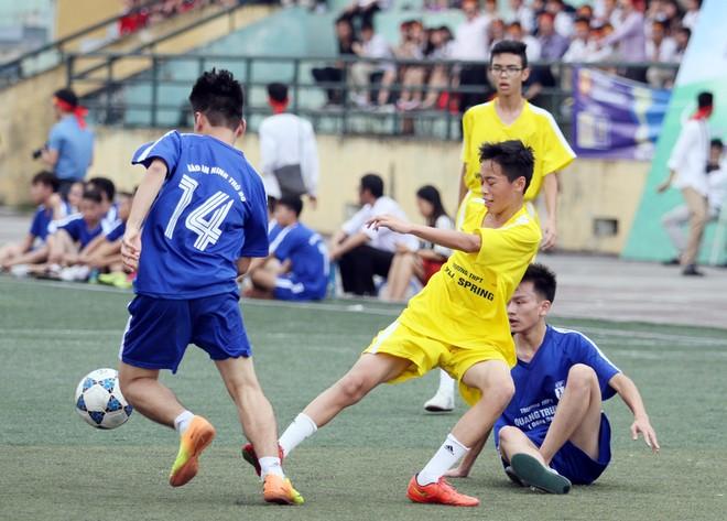 Kết quả, hình ảnh thi đấu ngày 11-11 giải bóng đá học sinh THPT Hà Nội 2015 ảnh 16