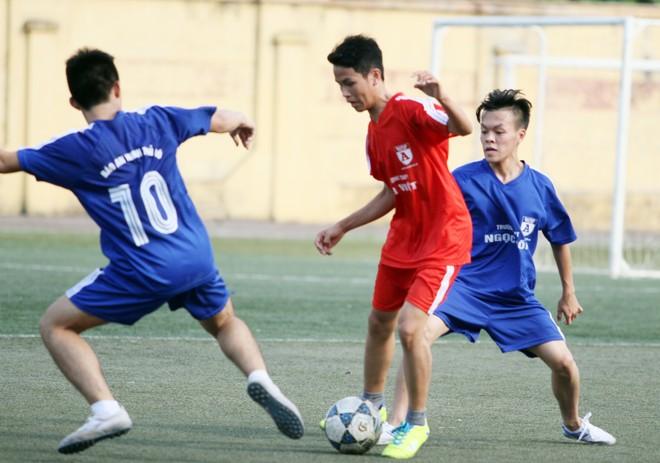 Kết quả, hình ảnh lượt trận cuối vòng bảng giải bóng đá học sinh THPT Hà Nội 2015 ảnh 10