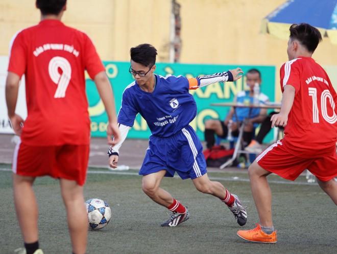 Kết quả, hình ảnh lượt trận cuối vòng bảng giải bóng đá học sinh THPT Hà Nội 2015 ảnh 15