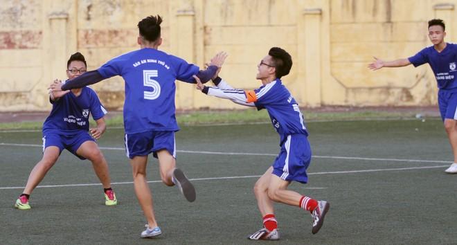 Kết quả, hình ảnh lượt trận cuối vòng bảng giải bóng đá học sinh THPT Hà Nội 2015 ảnh 16