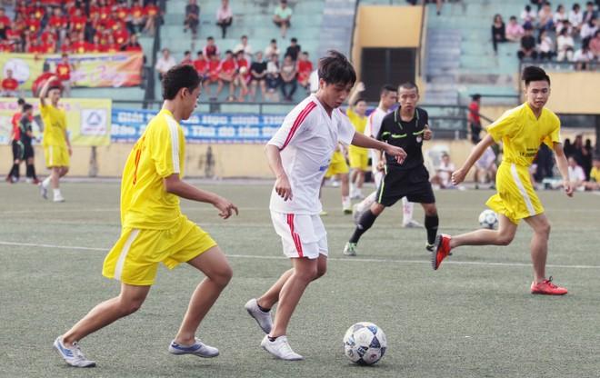 Kết quả, hình ảnh lượt trận cuối vòng bảng giải bóng đá học sinh THPT Hà Nội 2015 ảnh 6